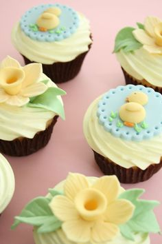 Beautiful easter cupcakes with link to directions for making the daffodil decorations