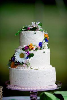 such a pretty wildflower cake