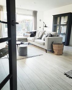 Het favoriete item in huis van: Angela Home Living Room, Living Spaces, Living Room Decor, Apartment Needs, Interior Architecture, Interior Design, Eclectic Decor, Living Room Inspiration, Home Decor Accessories