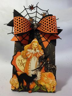 Hi everyone :-)   Have made some Halloween and Christmas projects using Marianne Design bow die.   Made some treat boxes, pumpkins and orna...