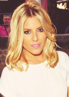 Mollie King - short cut