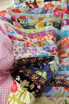 Eine tolle Patchwork Decke aus Jelly Rolls ... farbenfroh, von Hand gestickte Konturen!