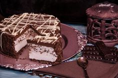 Chocolate crust, fresh cream and chocolate, with chocolate& brandy topping Delicious Desserts, Yummy Food, Fresh Cream, Chocolate Cheesecake, Cheesecakes, Sweet Treats, Deserts, Favorite Recipes, Sweets
