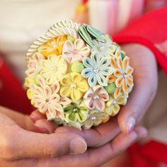 Kanzashi Tutorial, Diy Tutorial, Cloth Flowers, Fabric Flowers, Shibori, Ribbon Bouquet, Kanzashi Flowers, Japanese Flowers, Hair Ornaments
