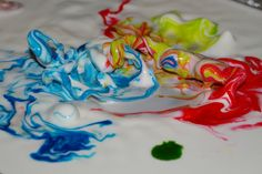 Goo .... it's alive! One of the coolest science experiments ever! Cornstarch and water mixture moves to sound so kids can visually experience sound waves. Love it!