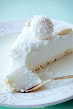 Torta Al Cocco Fresco. VIDEO : cake cold to coconut, clever cake without cooking - the cold coconut cake is a sweet fresh and easy to prepare. with this crispy base and this fantastic cream create a super . Cheesecake Recipes, Dessert Recipes, Coconut Cheesecake, Nutella Cheesecake, Delicious Desserts, Yummy Food, Kolaci I Torte, Polish Recipes, Desserts