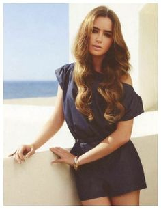 How to get the red carpet hairstyle - Long wavy hair like Lily Colins. Celebrity Hairstyle.