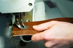 What's the best sewing machine for leather? We've got the top 5 leather sewing machines, plus a buyer's guide to sewing leather. Sewing Machines Best, Sewing Machine Reviews, Sewing Hacks, Sewing Tutorials, Sewing Projects, Sewing Tips, Sewing Ideas, Leather Art, Sewing Leather