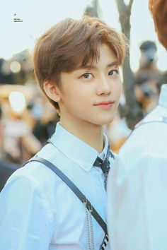 Read Love struck (Jaemin) from the story NCT ambw imagines by (Monobrow🤟🏽🤟🏽) with reads. Nct dreams new song is absolutely beauti. Yang Yang, Taeyong, Jaehyun, K Pop, Nct 127, Jeno Nct, Winwin, Lob, Ntc Dream