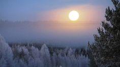 Pakkasusvan läpi tunkeva täysikuu photo credit: Yle Lappi/Eelis Pulkkinen.