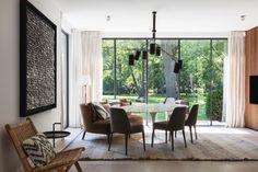 Karaktervolle woning geïnspireerd op de groene omgeving - Imagicasa Cosy Dining Room, Dining Chairs, Pergola, New Builds, Sweet Home, Villa, Interior Design, Interior Detailing, Windows
