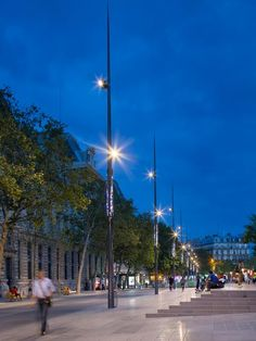 Berlin, New York, Sydney - Our unique exterior lighting technology lights up cities worldwide. See our outdoor lighting projects and be inspired by Selux ➥ Landscape Plaza, Landscape Lighting, Outdoor Lighting, External Lighting, Light Project, Light Decorations, Place, Lamp Light, Lighting Design