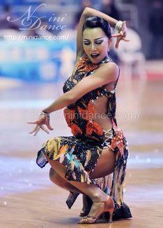 D155超豪華石飾りのオリジナルプリント柄のラテンドレス : 社交ダンスウェアNiniDance