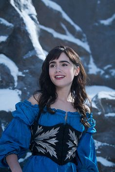 Lily Collins As Snow White In Mirror