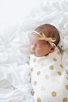 Will ship in weeks! This listing is for a gold glitter polka dot swaddling blanket and an optional matching knot hat OR knotted headband. The material is a super soft organic… Baby Kind, Cute Baby Girl, Baby Love, Cute Baby Pictures, Newborn Pictures, Pictures Of Babies, Newborn Girl Photos, Little Babies, Little Girls