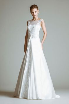 Diane - Pearl white wedding dress made of Lace and Satin, tightened on the waist with a ribbed belt.