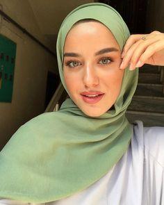 Hijab Style Dress, Casual Hijab Outfit, Arab Girls Hijab, Girl Hijab, Modern Hijab Fashion, Muslim Fashion, Hijab Collection, Muslim Beauty, Beautiful Hijab