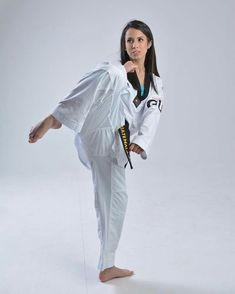 Taekwondo Girl, Karate Girl, Female Martial Artists, Martial Arts Women, Judo, Martial Arts Techniques, Action Photography, Girls Golf, Female Fighter
