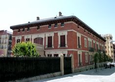 Palacio del conde de Villagonzalo Merida, Spanish Architecture, Louvre, Mansions, House Styles, Building, Places, Nostalgia, Spain