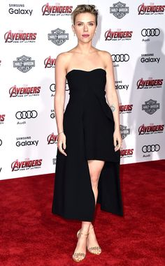 Scarlett Johansson looks stunning in her lbd at the Avengers premiere!
