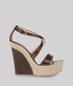 #sandalia #cuña piel marron #zapatosorg Giorgio Armani, Tacos Chinos, Wedge Sandals, High Heels, Wedges, Woman Shoes, Shoe Bag, My Style, How To Wear