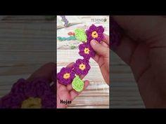 Cadena de flores tejida a crochet 🌸🌺🌼 - YouTube Hairpin Lace, Book Markers, Baby Wearing, Crochet Flowers, Snowflakes, Knit Crochet, Crochet Necklace, Deco, Knitting