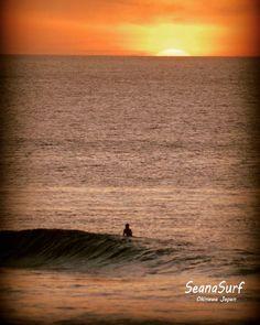 波をも忘れさせる夕焼けと見惚れるサーファー この写真で川柳を募集します笑 よろしくお願いします #沖縄 #恩納村 #サーフィン #サーファー #サンセット #夕焼け #波乗り #サーフィンスクール #自然 #美しい #シーナサーフ #川柳 #okinawa #surfing #sunset #sea #seanasurf #instagood #ocean