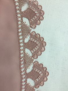 This Pin was discovered by Ser Needle Lace, Bobbin Lace, Afghan Dresses, Point Lace, Embroidery Stitches, Needlepoint, Knots, Needlework, Diy And Crafts