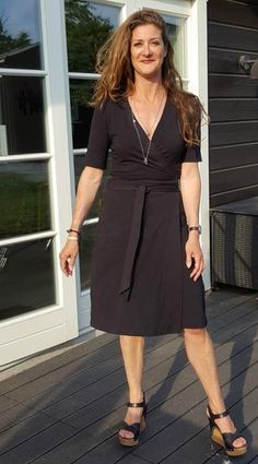 The Diana wrap dress PDF sewing pattern(inspired by Diane Von Furstenberg) is a classic wrap dress with an option to add a detachable collar. The pattern is designed with 4 sleeve length options and 2 collars, as well as a sleeveless version. The wrap dress ties around the body, hugging the torso, falling with a slight flare from the hips. Including instructions for lengthening the skirt to Maxi.