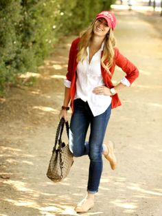 Cute blue casual stylish ladies jeans and white shirt and red blazer and brown leather cute hand bag and light bright brown leather ladies shoes the best street style outfits Mode Chic, Mode Style, Fall Outfits, Casual Outfits, Cute Outfits, Denim Outfits, Casual Blazer, Fashionable Outfits, Casual Jeans