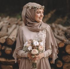 43 Ideas muslim bridal look wedding hijab Muslimah Wedding Dress, Muslim Wedding Dresses, Muslim Brides, Muslim Dress, Bridal Dresses, Bridesmaid Dresses, Muslim Girls, Dress Wedding, Hijab Gown