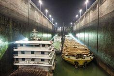 (147) TEC 03 - Presa de las Tres Gargantes, La Presa de las Tres Gargantes en China, construida sobre el río Yangtze y diseñada para reducir el riesgo de inundación en el pico de la temporada de lluvias, es el proyecto hidroeléctrico más grande del mundo. Cuando trabaja al máximo de su capacidad, la represa crea el equivalente de energía a 15 plantas nucleares.