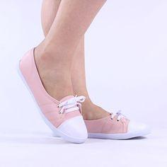 A Sapatilha é a melhor pedida para descer do salto sem abrir mão da feminilidade.A delicadeza do calçado proporciona um visual mais meigo e romântico. Slip On, Sneakers, Shoes, Fashion, Girly Girl, Loafers & Slip Ons, Shopping, Women's, Tennis