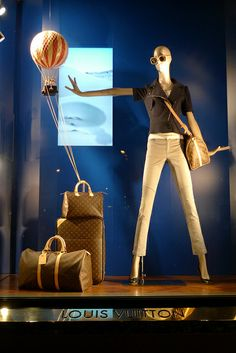 Vitrines Louis Vuitton - Paris, juin 2011 by JournalDesVitrines.com, via Flickr