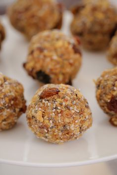 These Healthy Weet-Bix Balls with medjool dates, honey, coconut, chia seeds and sultanas are super easy to make and take only 10 minutes to prepare. Lunch Box Recipes, Dinner Recipes For Kids, Healthy Dinner Recipes, Kids Meals, Healthy Snacks, Healthy Deserts, Australian Food, Easy Chicken Curry, Easy Healthy Dinners