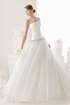 rosa clara bridal 2014 carpa strapless wedding dress LOVE how fitted it is at the top Rosa Clara Wedding Dresses, Western Wedding Dresses, Wedding Dresses 2014, Cute Wedding Dress, Wedding Dresses Plus Size, Wedding Attire, Bridal Dresses, Wedding Gowns, Tulle Wedding