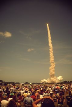 vintage_photo_of_crowd_looking_at_rocket_launch