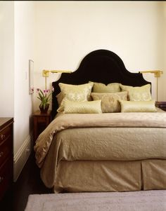Really like the shape of this headboard. Need help cutting it out...