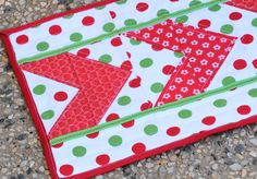 Chevron Table Mat: Ribbon & Remnants Challenge #quilting #patchwork #sewing