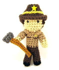 The Walking Dead Sheriff Rick Grimes Amigurumi Crocheted Plush toy Love Crochet, Learn To Crochet, Diy Crochet, Crochet Dolls, Crocheted Toys, Crochet Ideas, Walking Dead Toys, The Walking Dead, Knitting Projects