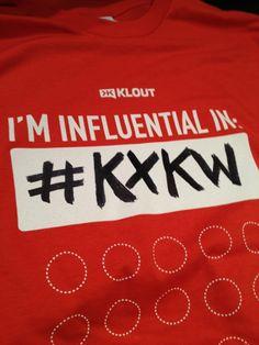 Näkyykö edustajassasi ja tapahtumatyöntekijässäsi sosiaalisen median läsnäolonne? @Klout näyttää mallia #SXSW -tapahtumaa varten omalla t-paidallaan ja tapahtumakohtaisella #kxkw -hashtagillaan (myös Tumbrl-tili, Pinterest-board jne.).