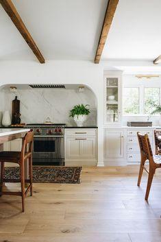 Tudor Kitchen, New Kitchen, Kitchen Dining, Kitchen Decor, Country Kitchen, Kitchen Interior, Home Design, Interior Design, Interior Doors