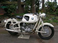 Complete BMW motorcycle 1961 R69S Dover White with original paint 8.6 Heinrich tank,stock 69 camshaft, latest valvetrain developments from K...