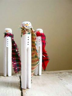 Snowmen clothespins. You could slip these guys right onto the tree, put them in a home-made snow globe, or just set them on the mantel