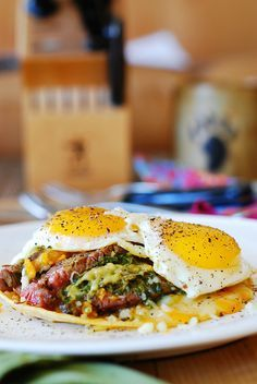 Breakfast flank steak and eggs with guacamole by JuliasAlbum, via Flickr