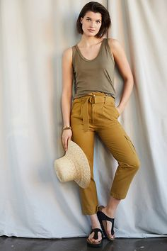 New Outfits, Cool Outfits, Paperbag Pants, Yellow Pants, 50 Fashion, Fashion Ideas, Legs Open, Pants Outfit, Anthropologie