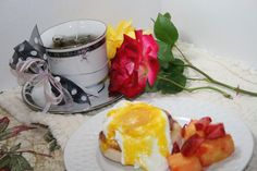 Mother's day tea and brunch ideas- Easy to make Eggs Benedict recipe