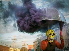 You Won't Believe That These Photos are Actually Real, No Photoshop Included - bemethis Smoke Bomb Photography, Art Photography, Kreative Portraits, Future Artist, Bizarre, No Photoshop, Art Pop, Top Photo, Ideas