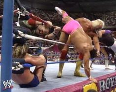 WWF ROYAL RUMBLE 1992 - The wrestlers try to throw each other over the ropes