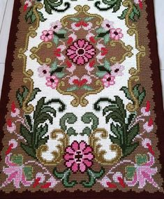 Cross Stitch Love, Cross Stitch Borders, Cross Stitch Flowers, Cross Stitch Designs, Cross Stitching, Cross Stitch Patterns, Ruffle Quilt, Palestinian Embroidery, Hobbies And Crafts